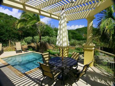 Lounging & outdoor dining area by the pool